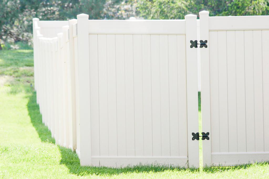 Commercial Vinyl Fence American Fence Company Of Omaha Ne